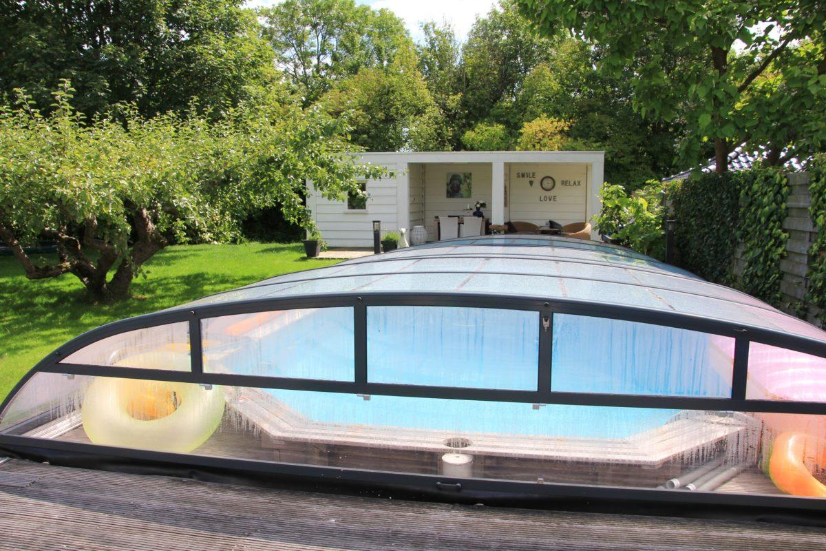 https://www.tuingebouwen.nl/wp-content/uploads/2019/08/badhuis-bij-zwembad-1200x800.jpg