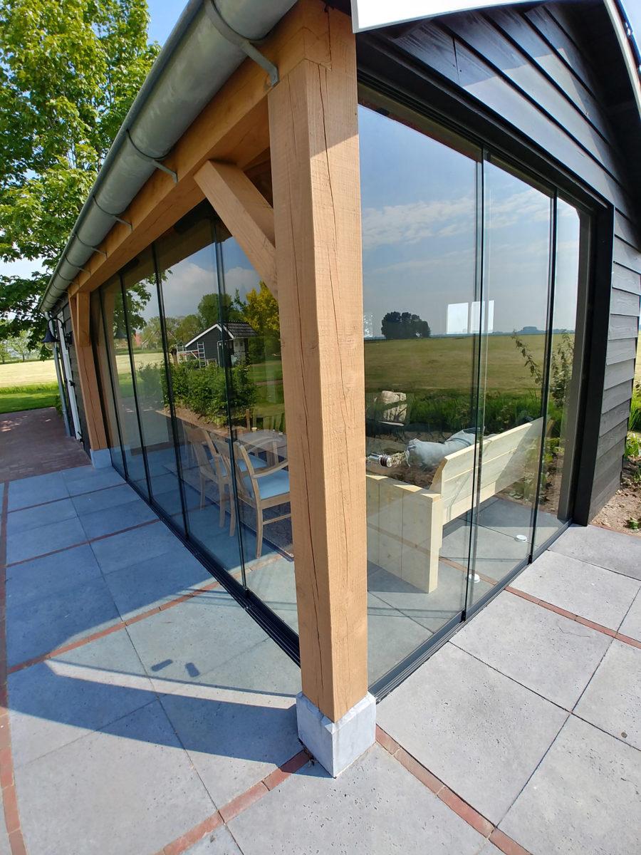 Glaswand in landelijk tuinhuis
