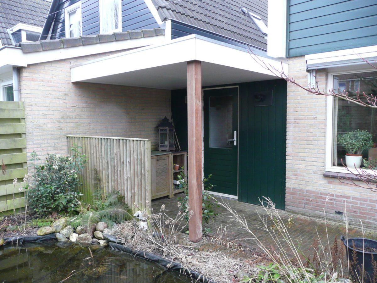 https://www.tuingebouwen.nl/wp-content/uploads/2019/10/overkapping-achter-garage-1200x900.jpg